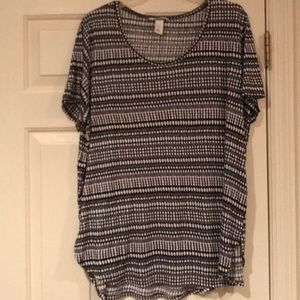XL Black and white top